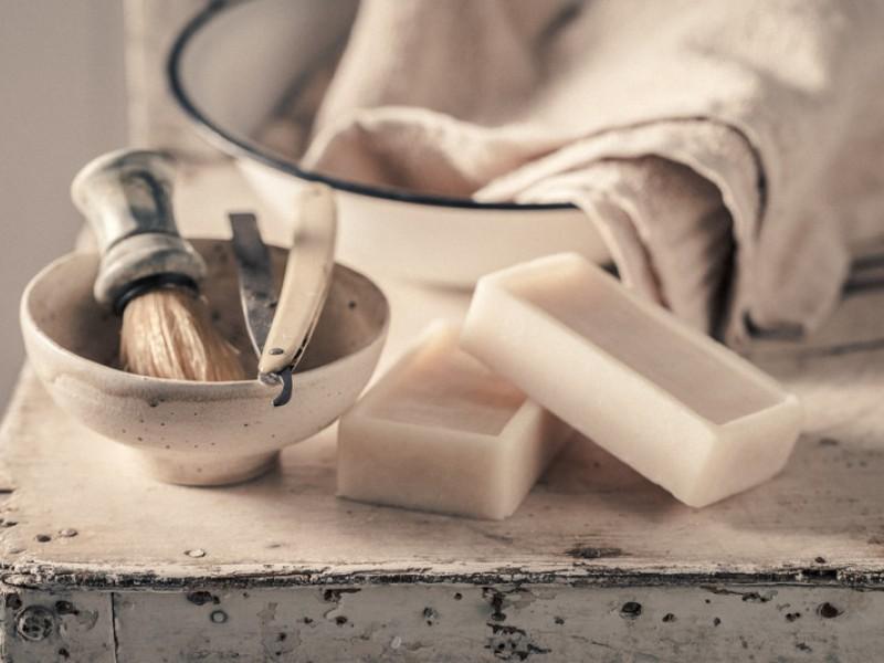 Επιστροφή στο υγρό ξύρισμα (wet shaving).